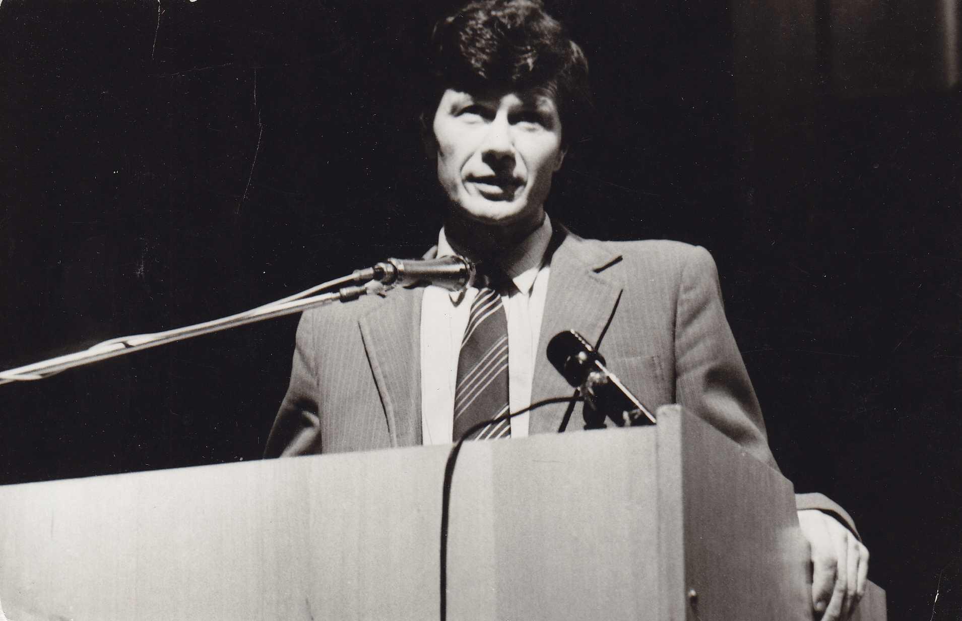 Kalba politinis bei visuomenės veikėjas Kazimieras Uoka