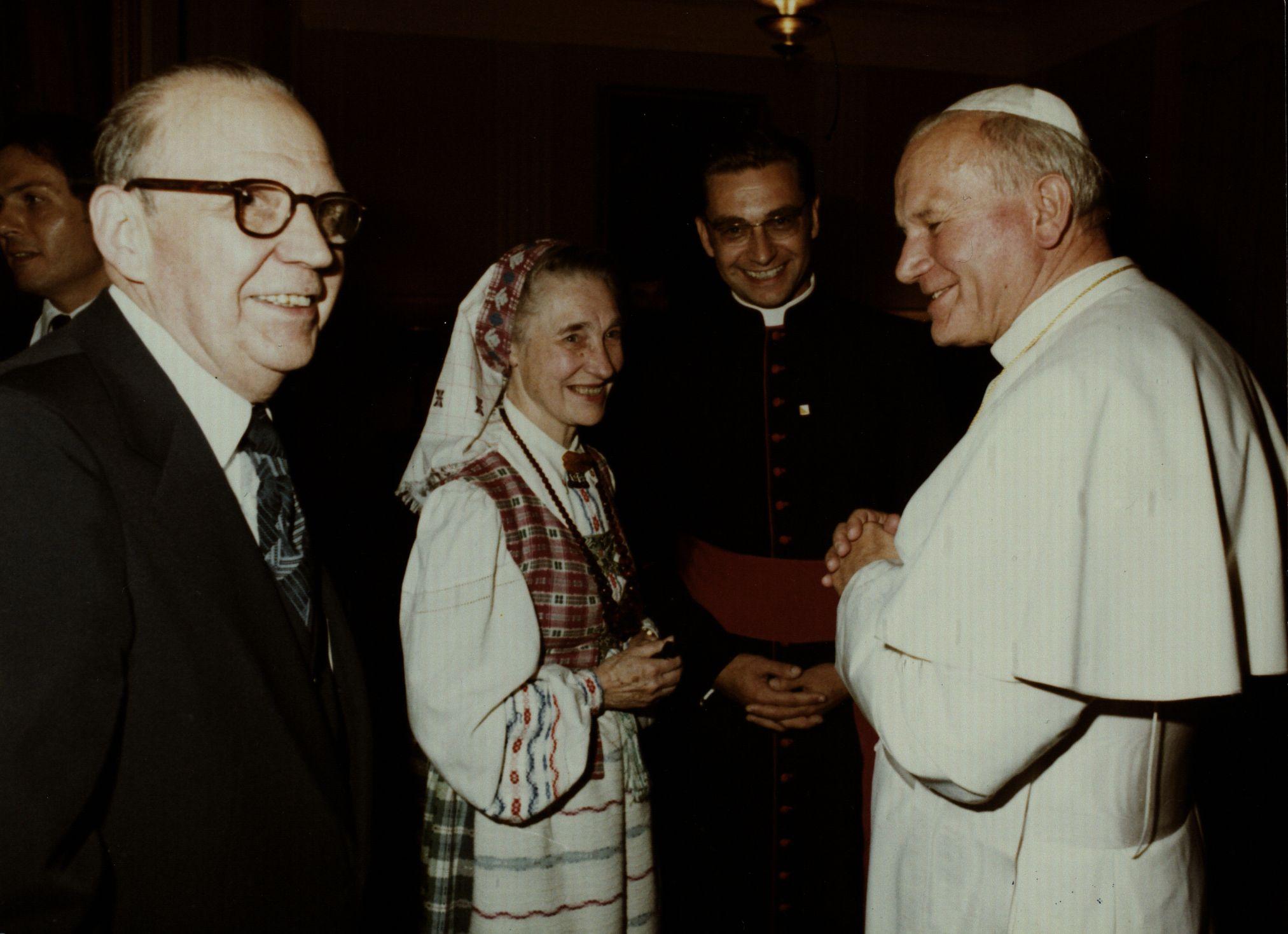 Pirmasis pasimatymas su Popiežiumi Jonu Pauliumi II Vašingtone
