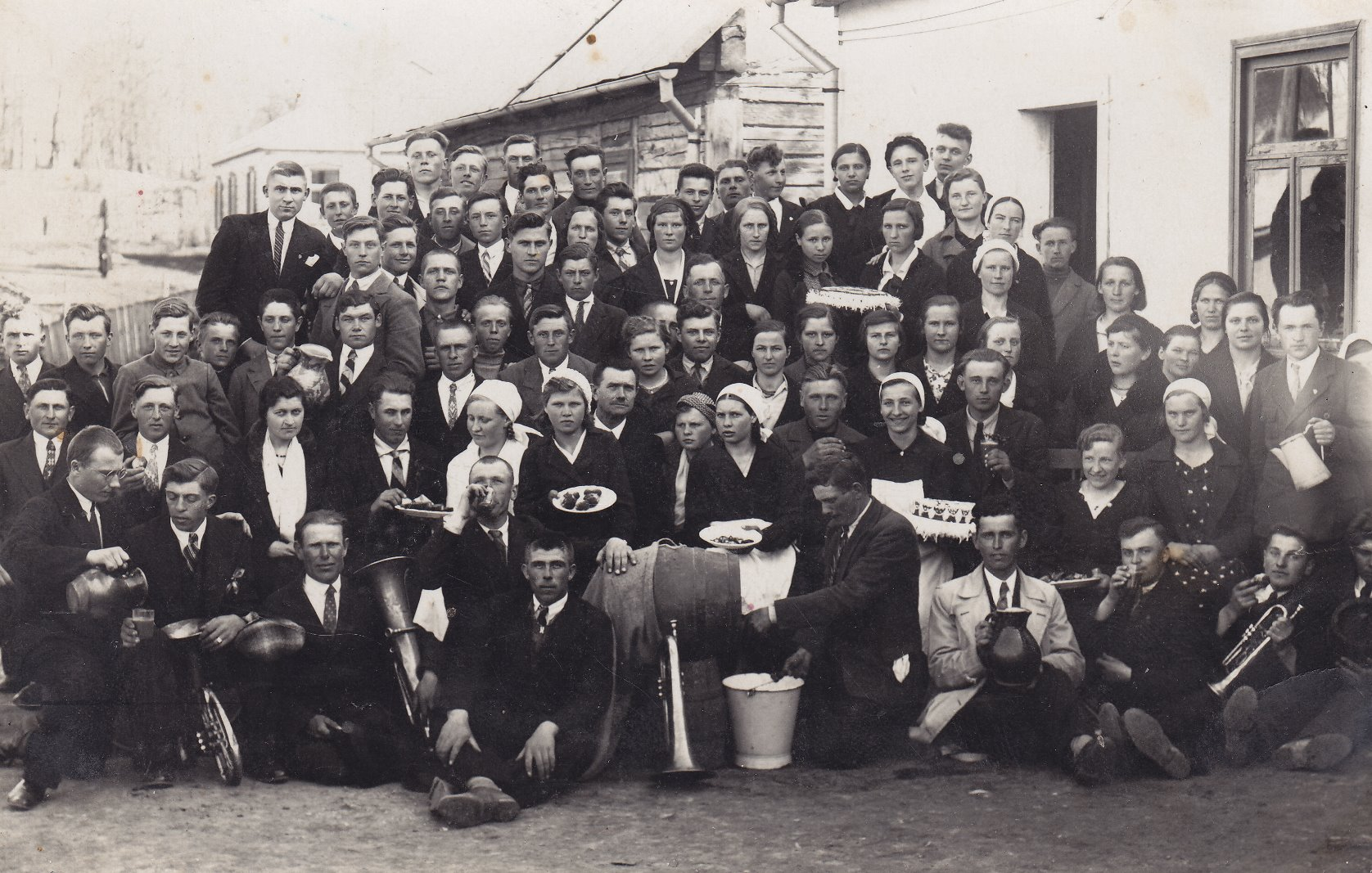 Prie žemesniosios kunigaikštienės Birutės žemės ūkio mokyklos Salamiestyje. 1933 m.  Joje mokėsi ir profesoriaus, agronomo Petro Vasinausko sesuo Anelė Sargevičienė (Vasinauskaitė)