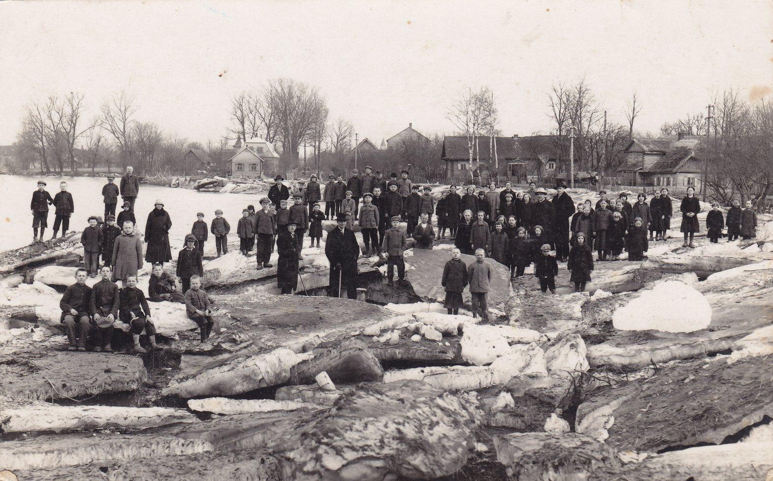 Lėvens upės ledonešis Pumpėnų gatvės gale, Pasvalyje. 1918 m.