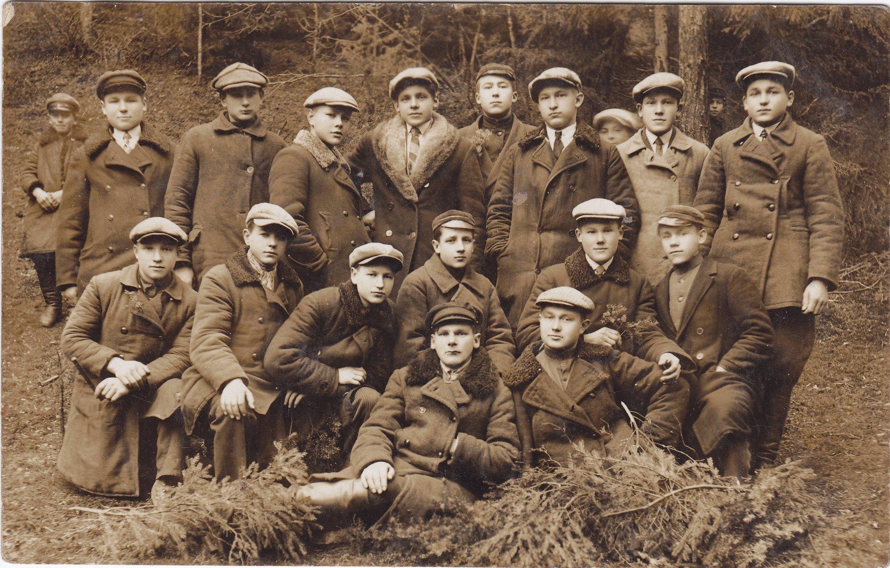 Žemės ūkio akademijos studentai. Būsimasis profesorius, agronomas Petras Vasinauskas (trečioje eilėje šeštas iš kairės). 1930 m.
