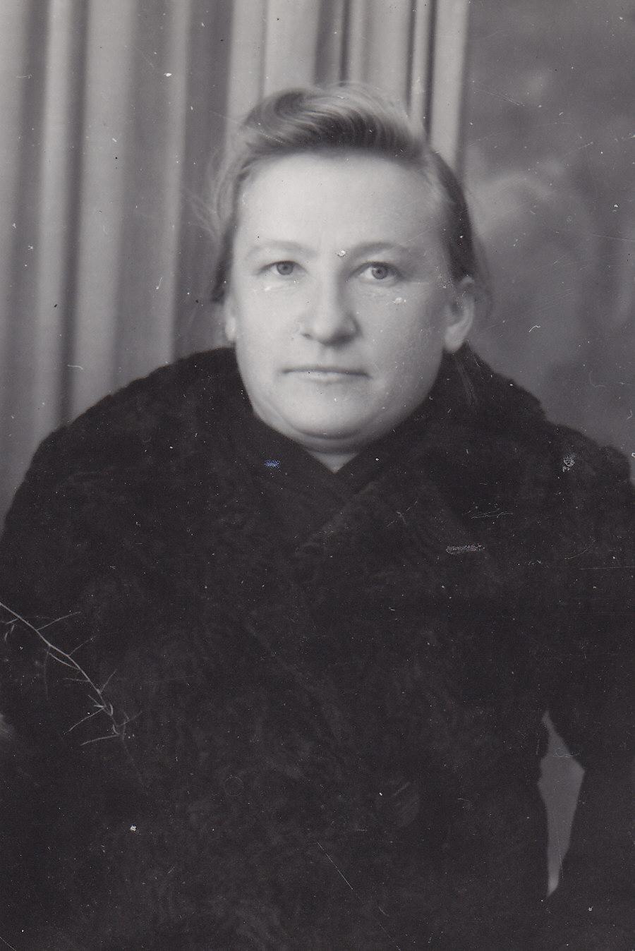 Profesoriaus, agronomo Petro Vasinausko sesuo Apolonija Vasinauskaitė. 1941 m.