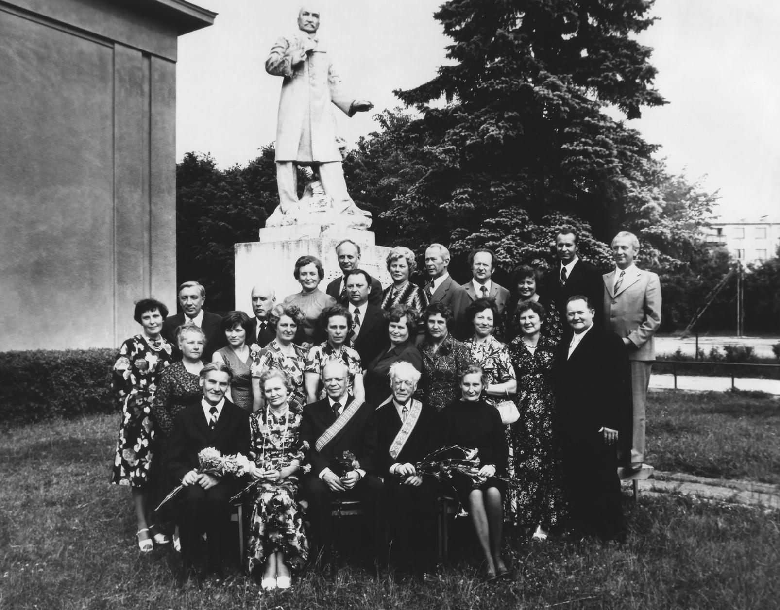 Pasvalio gimnazijos XVI-osios laidos abiturientai po 40-ies metų