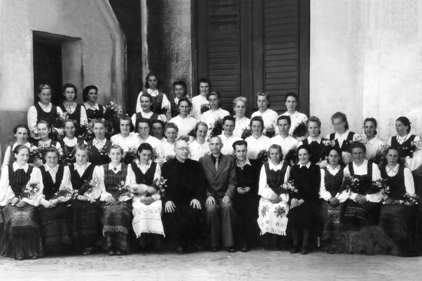 Pasvalio Šv. Jono Krikštytojo bažnyčios šventoriuje