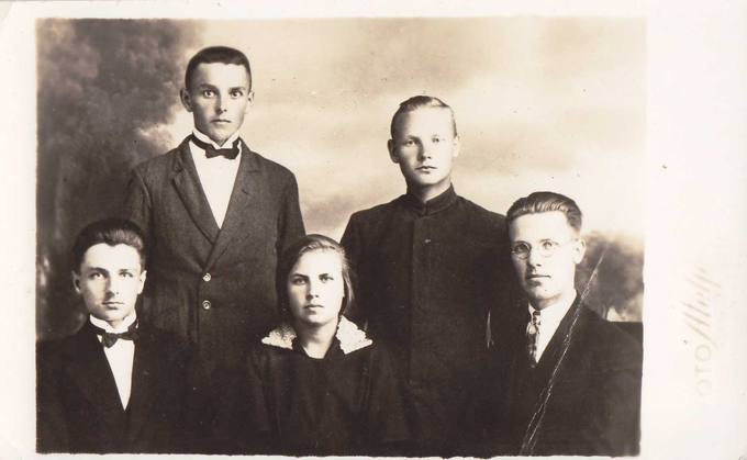 """1928–1929 metų Pasvalio ateitininkų ir """"Meno"""" sekcijos valdyba"""
