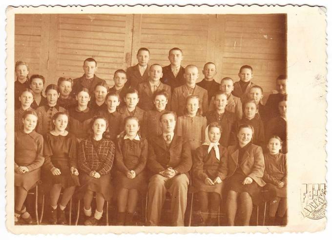 1945 metų Pasvalio gimnazistai
