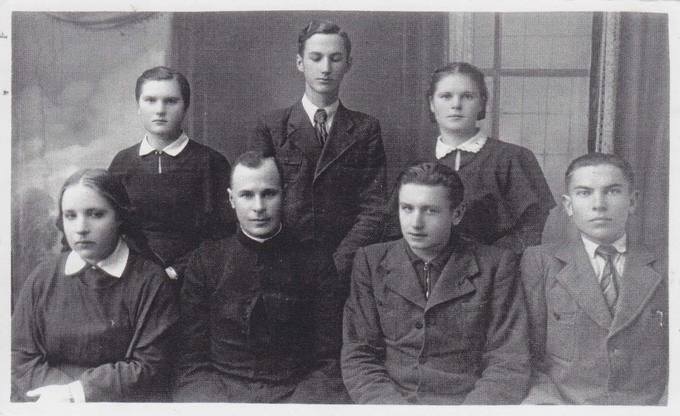 Pasvalio gimnazijoje su kunigu Vytautu Balčiūnu