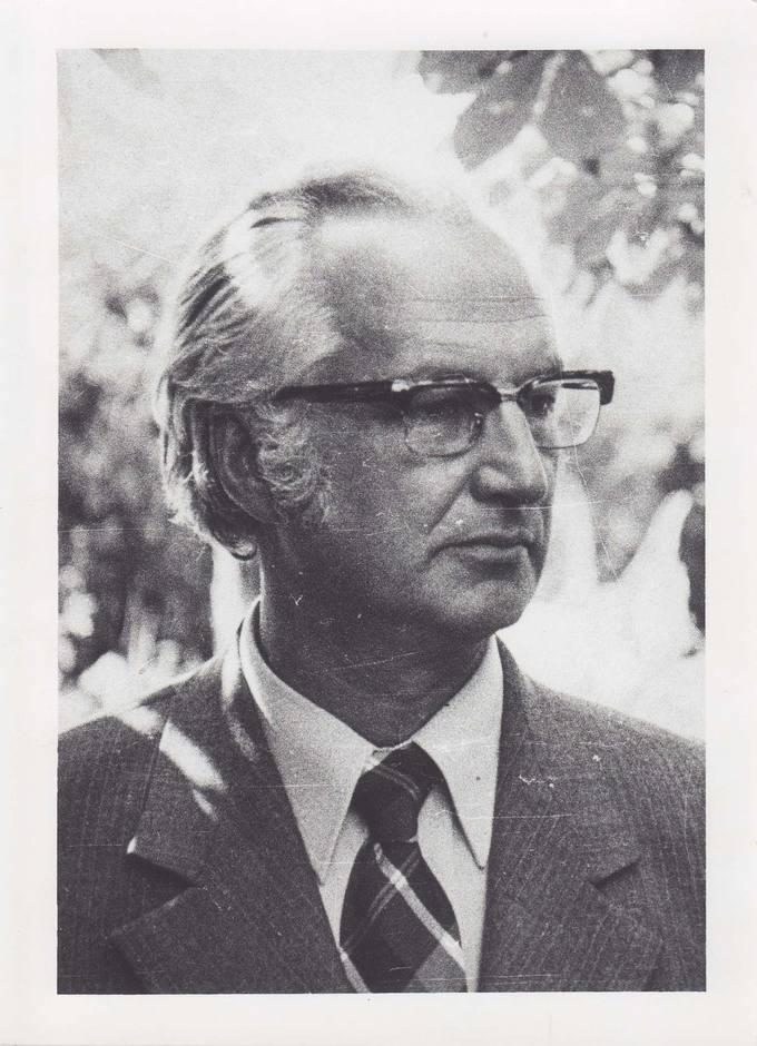 Poetas Jonas Vytautas Nistelis tėvų sodyboje Ąžuolpamūšėje