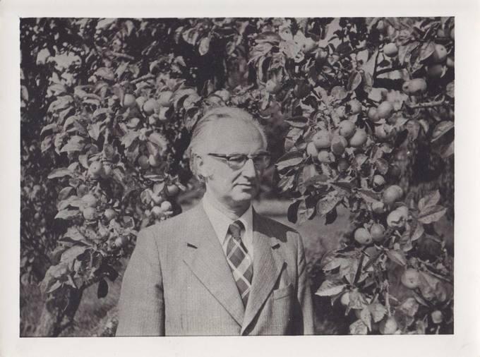 Poetas, vertėjas, architektas Jonas Vytautas Nistelis gimtojoje Ąžuolpamūšėje