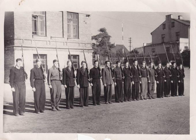 Marijampolės gimnazija: kariškoje rikiuotėje