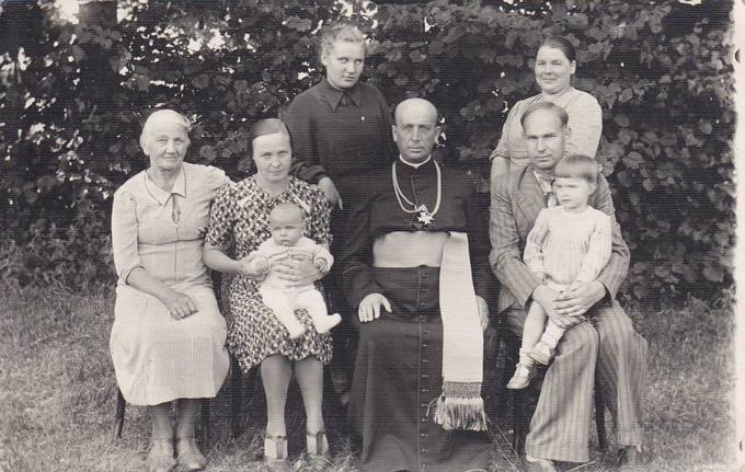Juozas Povilonis su šeima pas dėdę – Šiluvos dekaną