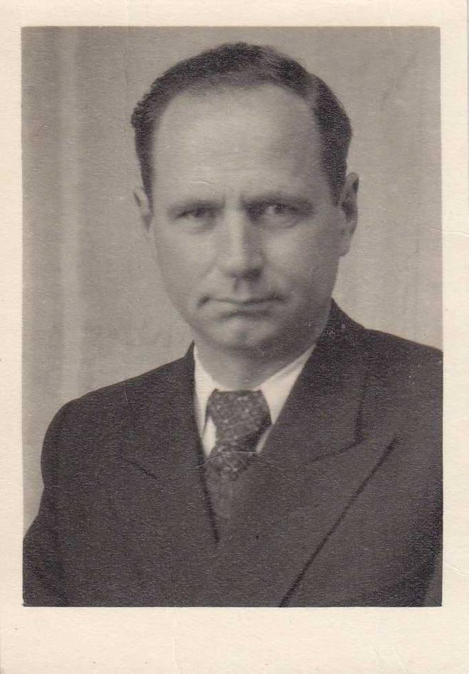 Portretinė kunigo, Pasvalio gimnazijos kapeliono Juozo Varno nuotrauka