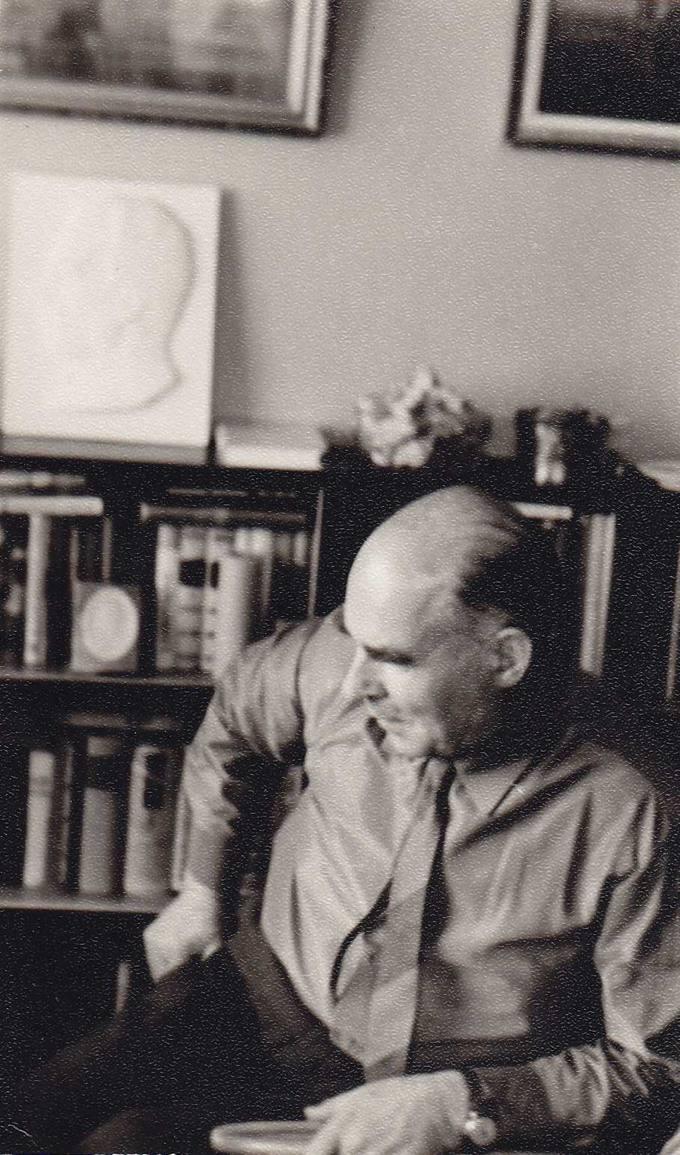 Juozas Povilonis savo namuose Kaune