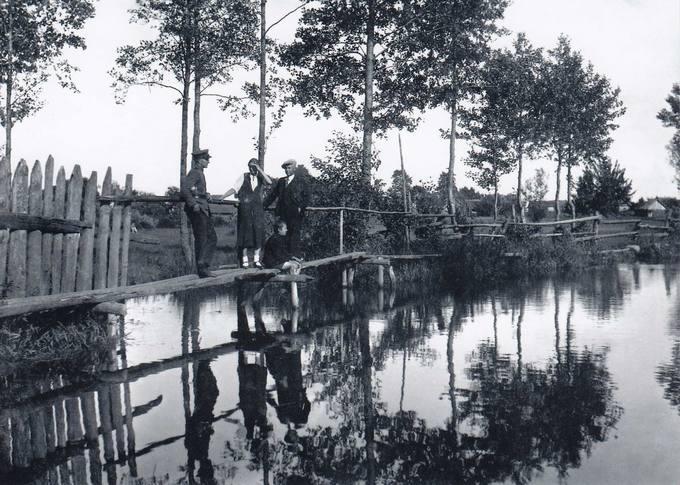 Pumpėnai. Tiltas per Įstrą nuo bažnyčios į Pumpenėlių gatvę