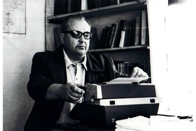 Kunigas Česlovas Kavaliauskas kūrybinio darbo įkarštyje