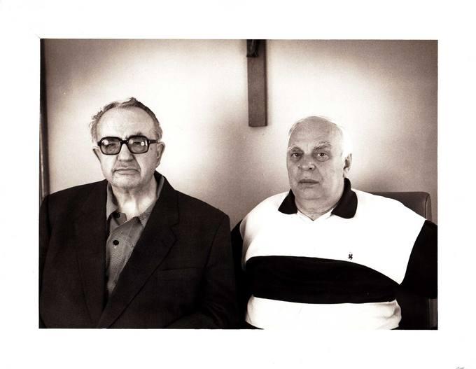 Kunigas Česlovas Kavaliauskas (kairėje) su disidentu Viktoru Petkumi