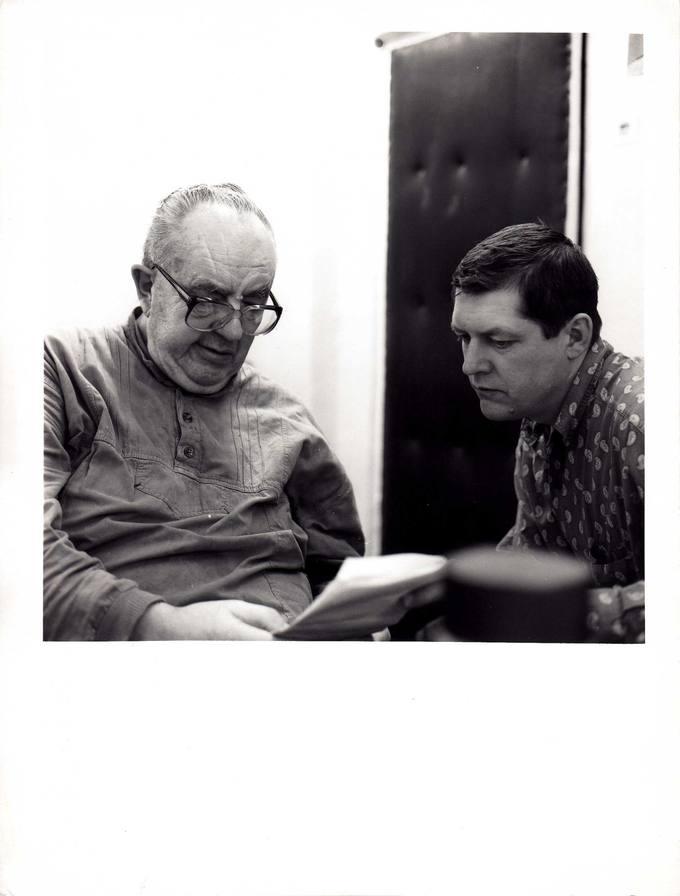 Kunigas Česlovas Kavaliauskas su dailininku žurnalistu Vaidotu Žuku