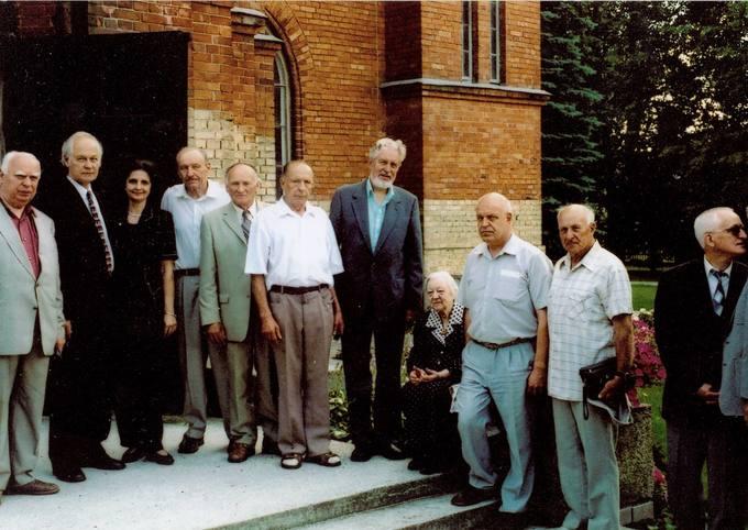 Minimos kunigo Česlovo Kavaliausko 80-osios gimimo metinės. Giminės ir bendražygiai prie Kaišiadorių katedros