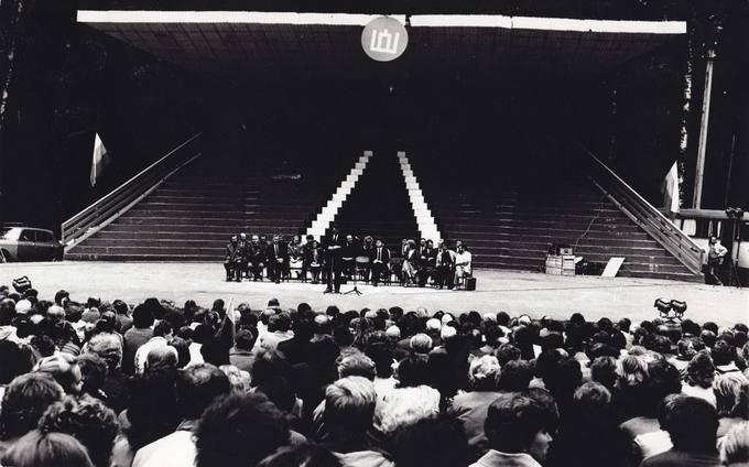 Lietuvos Persitvarkymo Sąjūdžio Pasvalio rėmimo grupės pirmasis mitingas Pasvalio parke, vykęs 1988 metų rugsėjo 16 dieną