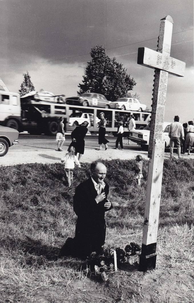 Baltijos kelias. Kryžius prie Sereikonių