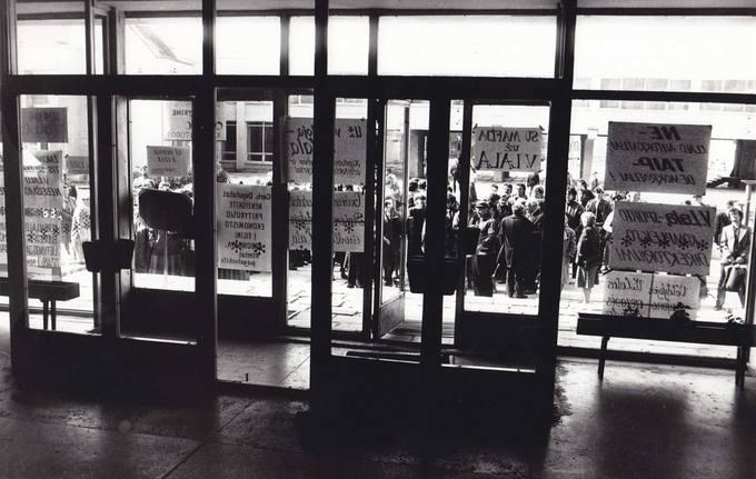 Piketas prieš pirmąją po Nepriklausomybės atkūrimo Pasvalio rajono savivaldybės deputatų sesiją