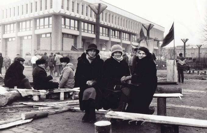 Parlamento gynėjos – pasvalietės Elena Mačėnaitė, Leonora Stravinskienė ir vaškietė Eugenija Krivickienė