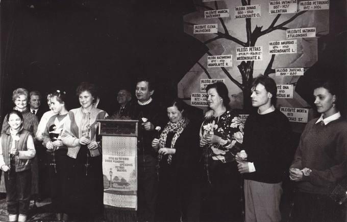 Vileišių giminės atstovai 1991 metų vasario 16 dienos minėjime Pasvalio kultūros namuose