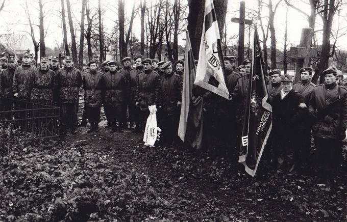 Pasvalio kariūnai Lietuvos kariuomenės dienos minėjime senosiose Pasvalio kapinėse