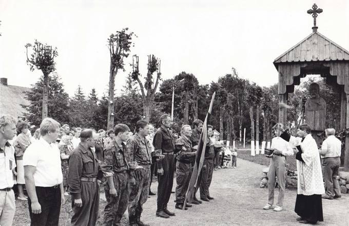 Saločių savanorių kuopos vėliavos pašventinimas