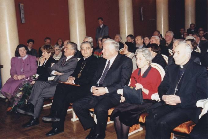 Į diplomato dr. Stasio Antano Bačkio jubiliejinį 90-mečio minėjimą Vilniaus Universiteto auloje susirinko artimieji, pažįstami, gerbėjai