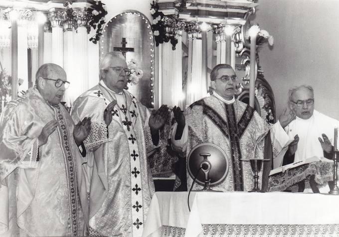 Joniškėlio bažnyčioje aukojamos Šv. Mišios už jubiliatą diplomatą dr. Stasį Antaną Bačkį