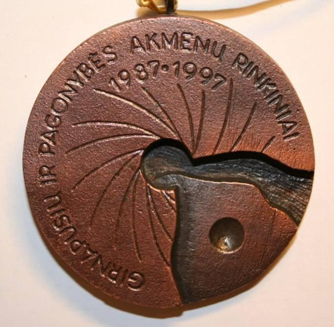 Girnapusių ir pagonybės akmenų rinkiniai