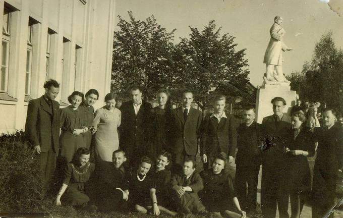 Pasvalio gimnazijos mokytojai 1947-ųjų pavasarį