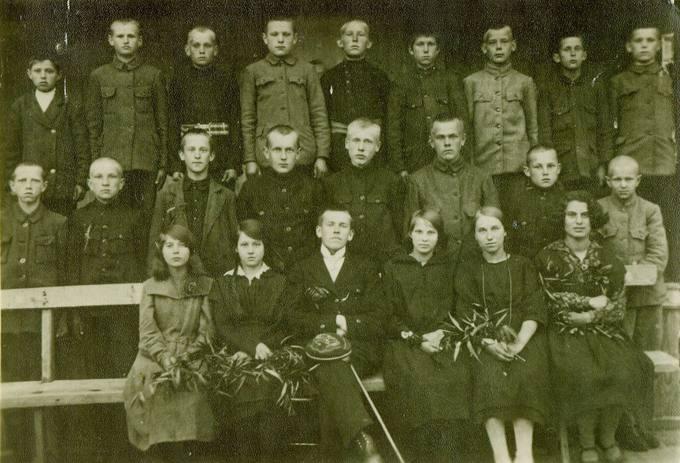 Pirmieji Pasvalio vidurinės mokyklos mokiniai 1922 metais