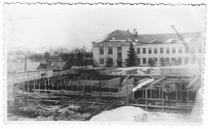 Pradedamas perdengimas. Statybos darbai vyksta šalia Petro Vileišio gimnazijos
