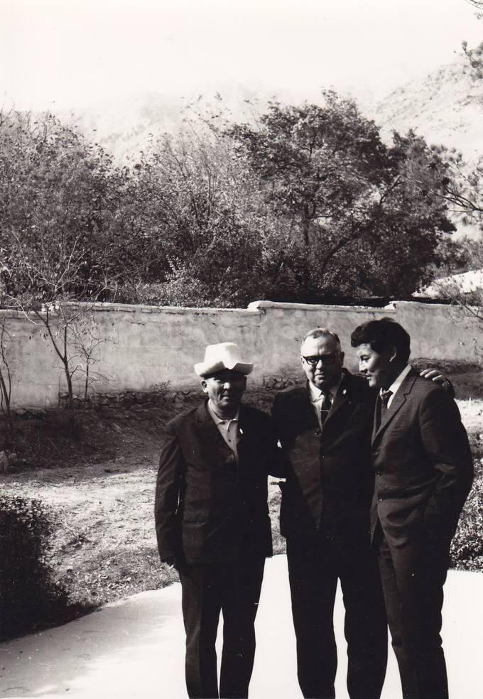 Eugenijus Matuzevičius su kirgizų rašytojais