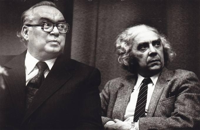 Poetai Eugenijus Matuzevičius ir Vacys Reimeris Respublikinėje bibliotekoje, Vilniuje