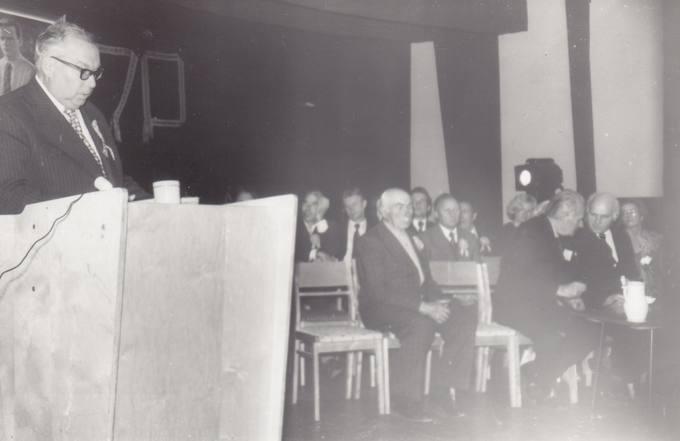Eugenijus Matuzevičius kalba poeto Kazio Inčiūros 70-ųjų gimimo metinių minėjime Troškūnuose