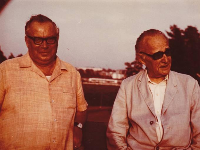 Poetas Eugenijus Matuzevičius (kairėje) ir rašytojas Jonas Graičiūnas