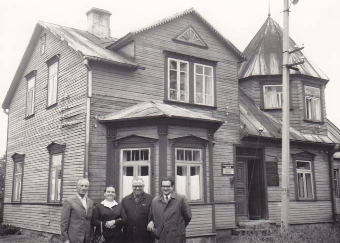 Prie buvusio Matuzevičių namo Krinčine