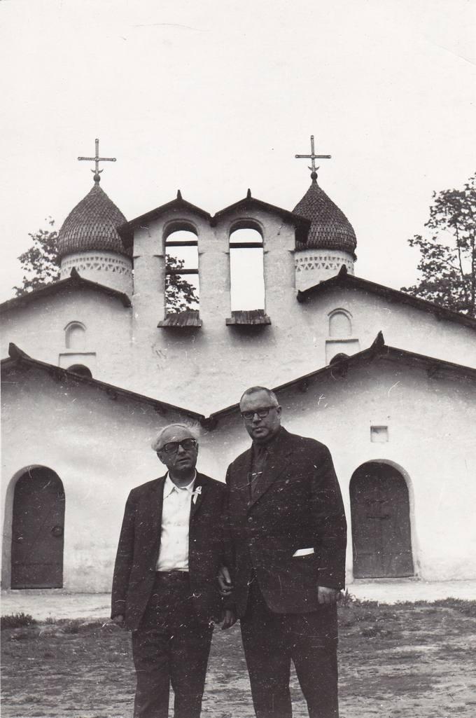 Eugenijus Matuzevičius (dešinėje) su armėnų rašytoju Aleksandro Puškino poezijos šventės metu Pskove