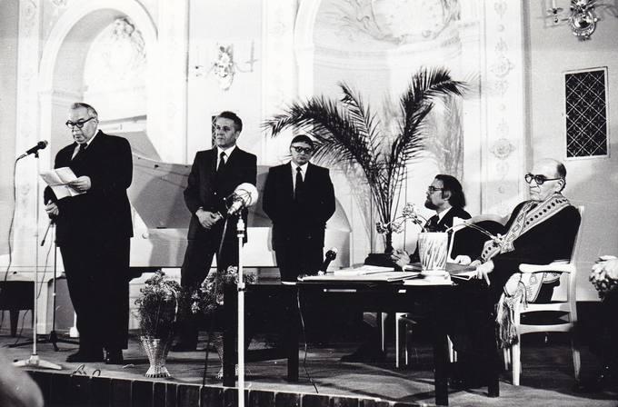 Eugenijus Matuzevičius kalba poeto Albino Žukausko 70-mečio vakare