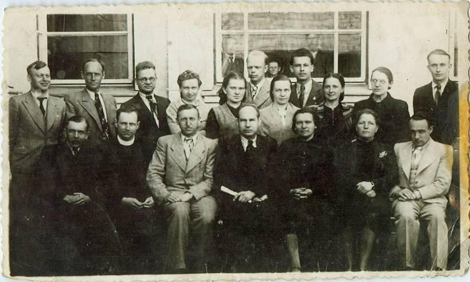 Pasvalio Petro Vileišio gimnazijos mokytojai 1943 metais