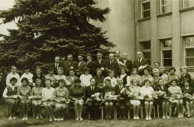 Pasvalio vidurinės mokyklos mokytojai 1969 metais