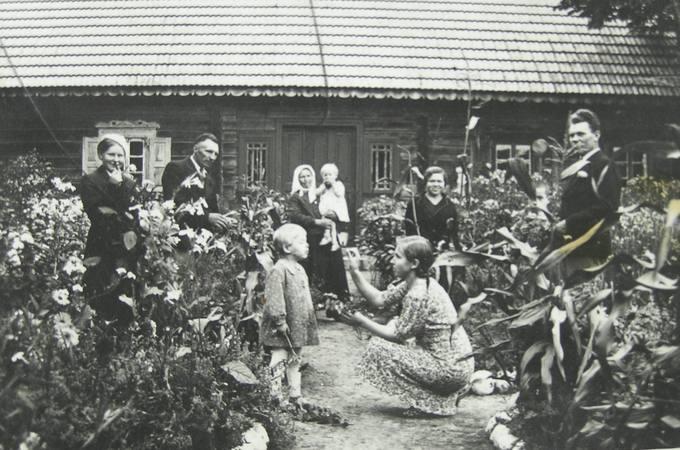 Dvaralaukių kaimo ūkininkų Velykių sodyboje
