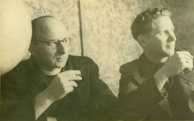 Česlovas Senkevičius Maironio gimnazijoje su kapelionu kun. K. Simanavičiumi posėdžio metu