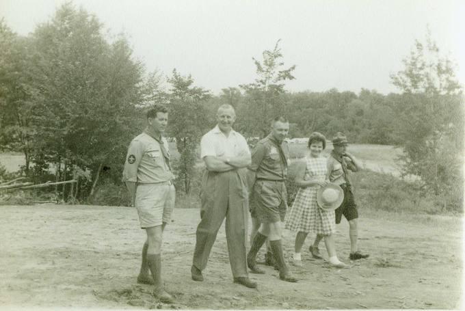 Skautininkas Česlovas Senkevičius skautų stovykloje Kanadoje