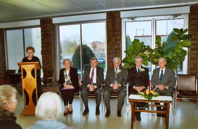 Rašytojas Česlovas Senkevičius JAV Lietuvių rašytojų sąjungos premijos įteikimo iškilmėse 2004 metų lapkričio 22 dieną