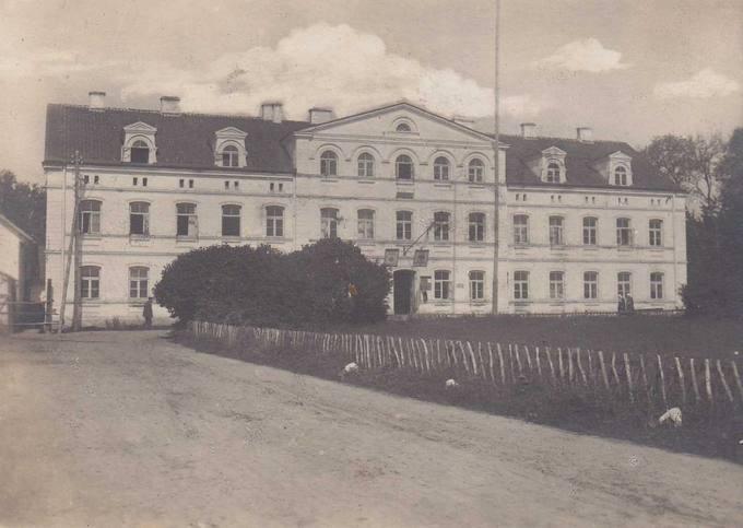 Joniškėlio dvaro rūmų naujosios oficinos pagrindinis fasadas