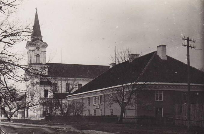 Joniškėlio bažnyčia ir mokykla
